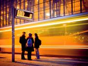 Bus- und Bahnfahren wird schon wieder teurer. (Foto: centraliak)