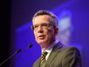 Innenminister Thomas de Maizière (CDU) verunsicherte die Bürger nach der Absage des Freundschaftspiels Deutschland gegen die Niederlande mit seinen nebulösen Aussagen. (Foto: flickr/Christliches Medienmagazin pro)