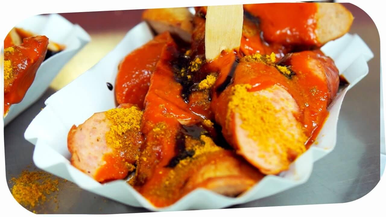 Die Currywurst kostet bei Curry & Chili als Bockwurst mit Darm und als Bratwurst ohne Darm jeweils 1,60 Euro.
