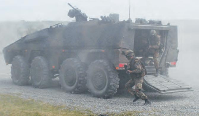 Mit seinen 720 PS und einer Reichweite von 1.050 Kilometern gilt der knapp 8 Meter lange Rad-Panzer Boxer als wendigster und leistungsstärkster Truppentransporter seiner Art (Foto: Artec-boxer.com)