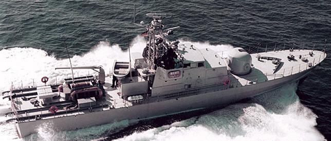 Ein Modell des Patrouillenbootes FPB 38, was auf der Wolgaster Peene-Werft der Bremer Lürssen-Gruppe gebaut wird. Das doppelmotorige Dieselschiff leistet 5.736 KW/h (7.799 PS), ist 38,5 Meter lang und erreicht eine Geschwindigkeit von 31 Knoten (rund 57 Km/h). Bundeswirtschaftsminister Sigmar Gabriel (SPD) hält einen Verkauf von 15 deutschen Patrouillenbooten an Saudi-Arabien für unproblematisch. (Foto: Lürssen)