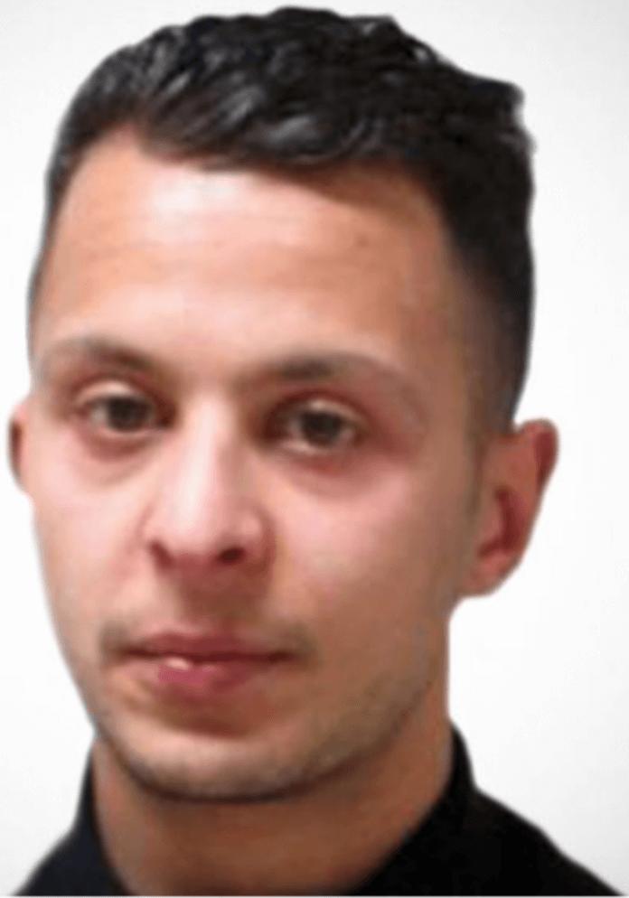 Gestern Abend wurde der von Europol gesuchte mutmaßliche Paris-Attentäter, der Franzose Salah Abdeslam (26), auf einem Schulgelände in der Nähe der Wohnung seiner Eltern in Molenbeek, einem Stadtteil von Brüssel, von belgischen Spezialpolizisten überwältigt und festgenommen (Foto: Europol)