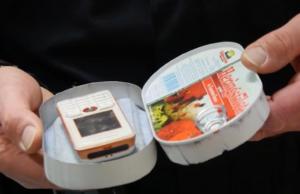 Dieses Handy wurde in einer präparierten Heringsdose erfolgreich in die JVA Waldheim im sächsischen Zschopautal geschmuggelt (Foto: Youtube/MoPo)