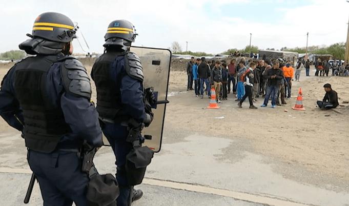 Polizei in Calais fürchtet Migranten-Gangs