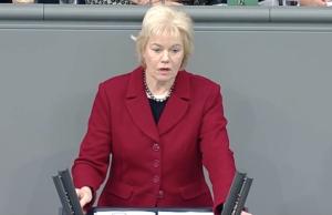 """Beim Thema Migration sei der Bundestag bis auf ein paar CDU-Mitglieder """"wie gleichgeschaltet"""" gewesen, sagt Erika Steinbach. (Screenshot: YouTube)"""