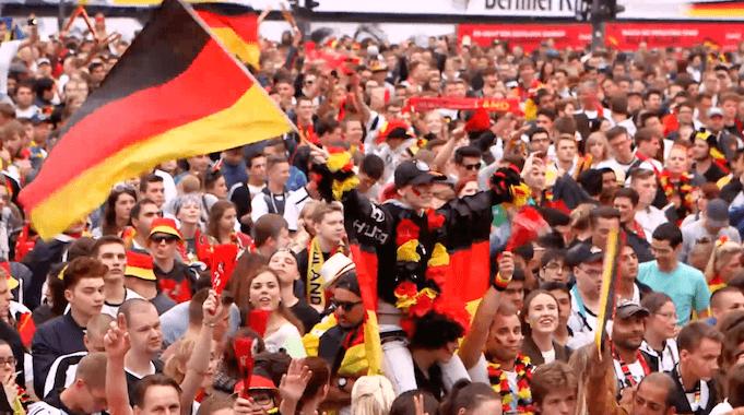 Emma Sammet warnt vor Fußball-Patriotismus