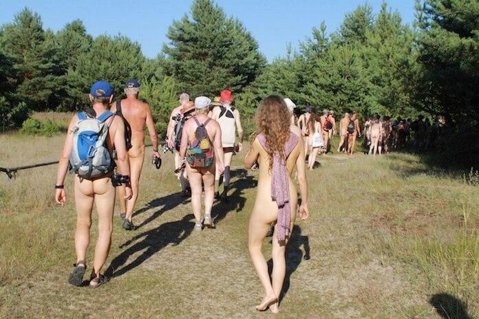 Der Probelauf für einen Nacktwanderweg durch die Mark Brandenburg vor drei Jahren war ein grandioser Erfolg, die Nacktwanderer kamen aus ganz Deutschlands ins Berliner Umland (Foto: privat/dfk.org)