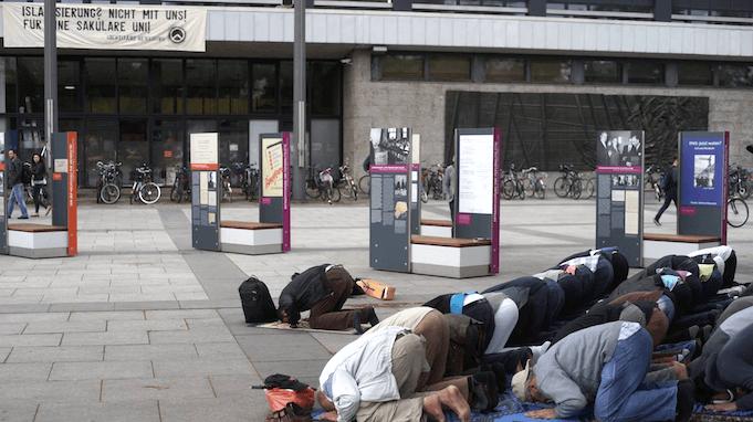 identit re bewegung protestiert an der tu berlin gegen islamisierung. Black Bedroom Furniture Sets. Home Design Ideas