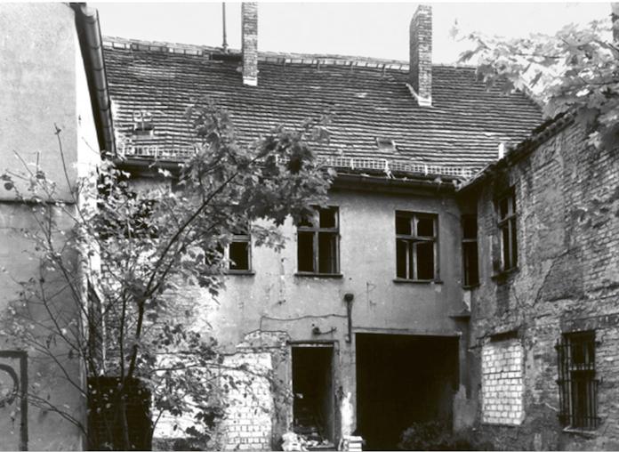 Eine Ruine: die Rückseite des Hauses Alt-Köpenick anfang der 1990er Jahre (foto: degewo/Wolfgang Stahr)