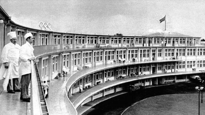 Im einstigen Speisehaus der Nationen des olympischen Dorfes 1936 in Elstal will die Nürnberger Terraplan-Denkmalsanierung GmbH bald 500 Wohnungen bauen (Foto: DKB-Stiftung)