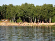 Der Stolzenhagener See soll auch künftig für alle zugänglich sein. Besitzerin Anita Otto hat deshalb den See gestiftet (Foto: Freibad a Südufer/ Wikipedia/Olaf Tausch - Eigenes Werk/ CC BY 3.0)