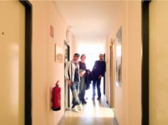 1.830 Studenten haben sich auf die Warteliste des Studentenwerks Berlin für ein Apartmente oder ein Zimmer in einem Wohnheim setzen lassen - wie hier im Halbauer Weg (316 Zimmer) am Campus Lankwitz der Freien Universität, Preis je nach Zimmergröße möbliert zwischen 200 und 240 Euro inklusive aller Nebenkosten (Foto: Studentenwerk Berlin)