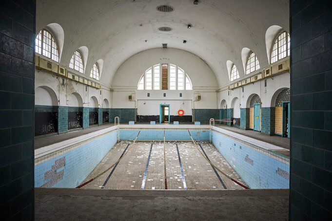 The abandoned swimming pool at Wünsdorf. Source.