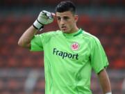 Kurz nach seinem Ausstieg als Torwart beim Fußball-Bundesliga-Klub Eintracht Frankfurt soll Erman Muratagic eine Minderjährige in angeblicher Liebe entjungfert und auf den Strich gezwungen haben. (Foto: de.sports.yahoo.com)