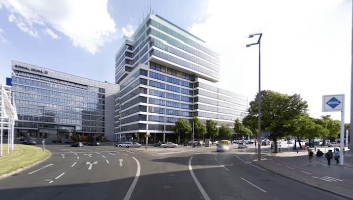 Das alte Telekomgebäude am Ernst-Reuter-Platz Ecke Bismarckstraße in Charlottenburg soll abgerissen und durch einen Neubau (nicht höher als der 22stöckige TU-Turm) ersetzt werden (Foto: Google-Streetview)