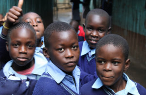 Im Kampf gegen Armut: Kenya verteilt Geld an Dorfbewohner (Foto: Ministry of Foreign Affairs of the Republic of Poland)
