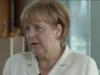 """Bundeskanzlerin Angela Merkel (CDU) sagte gestern in ihrem Videopodcast, zu Reisen warum sie Reisen nach Arabien empfiehlt: """"Wir wissen, dass es in diesen Ländern zum Teil eine sehr große Arbeitslosigkeit gibt, und deshalb ist der Tourismus natürlich eine Wachstumsbranche und eine Branche, die Menschen auch Zukunftsperspektiven eröffnet. Zum anderen ist es so, dass auch wir mehr über die Zusammenhänge verstehen"""". (Screenshot: Vidopodcast Bundeskanzlerin)"""