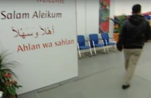 Ein Vater (29) ging gestern im Asylheim mit einem Messer auf einen Insassen (27) zu, der die Tochter (8) missbraucht haben soll. Der Vater wurde erschossen. (Foto: youtube/Abendschau)