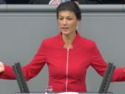 Gestern fragte Dr. Sahra Wagenknecht (LINKEN-Frakitonschefin) die Bundesarbeitsministerin Andrea Nahles (SPD), ob sie überhaupt ihren Gesetzesentwurf gelesen hat, der weiterin Missbrauch von Leiharbeit zulasse (Foto; Youtube)