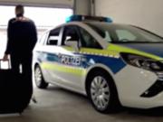 Am 1. November 2016 erhält der brandenburgische Staatsschutz eine neue Anti-Terroreinheit. Die Ausrüstung der Spezialisten für den Anti-Terrorkampf passt in einen Rollkoffer (Screenshot: rbb AKTUELL)