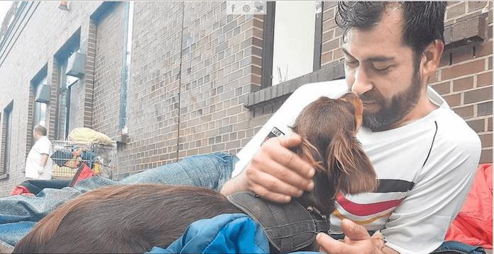 Warum werden Flüchtlinge in Berlin besser behandelt als Obdachlose, fragt der syrische Flüchtling und Autor Bilal Al Dumani (50). Nicht mal Hunde müssen nach seinen Beobachtungen in Berlin auf der Straße schlafen (Foto: Bilal Al Dumani)