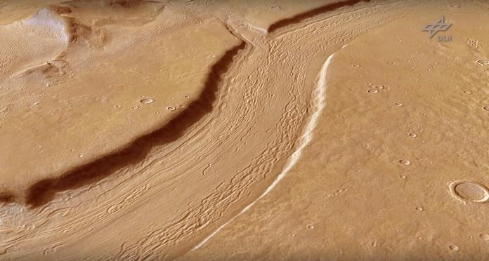 Bilder der HRSC-Kamera auf der Welraumsonde Mars Express, die seit 13 Jahren den Mars umkreist, zeigen ehemalige Flusstäler, Überschwemmungsgebiete und Gletscher (Foto: Youtube/DLR)