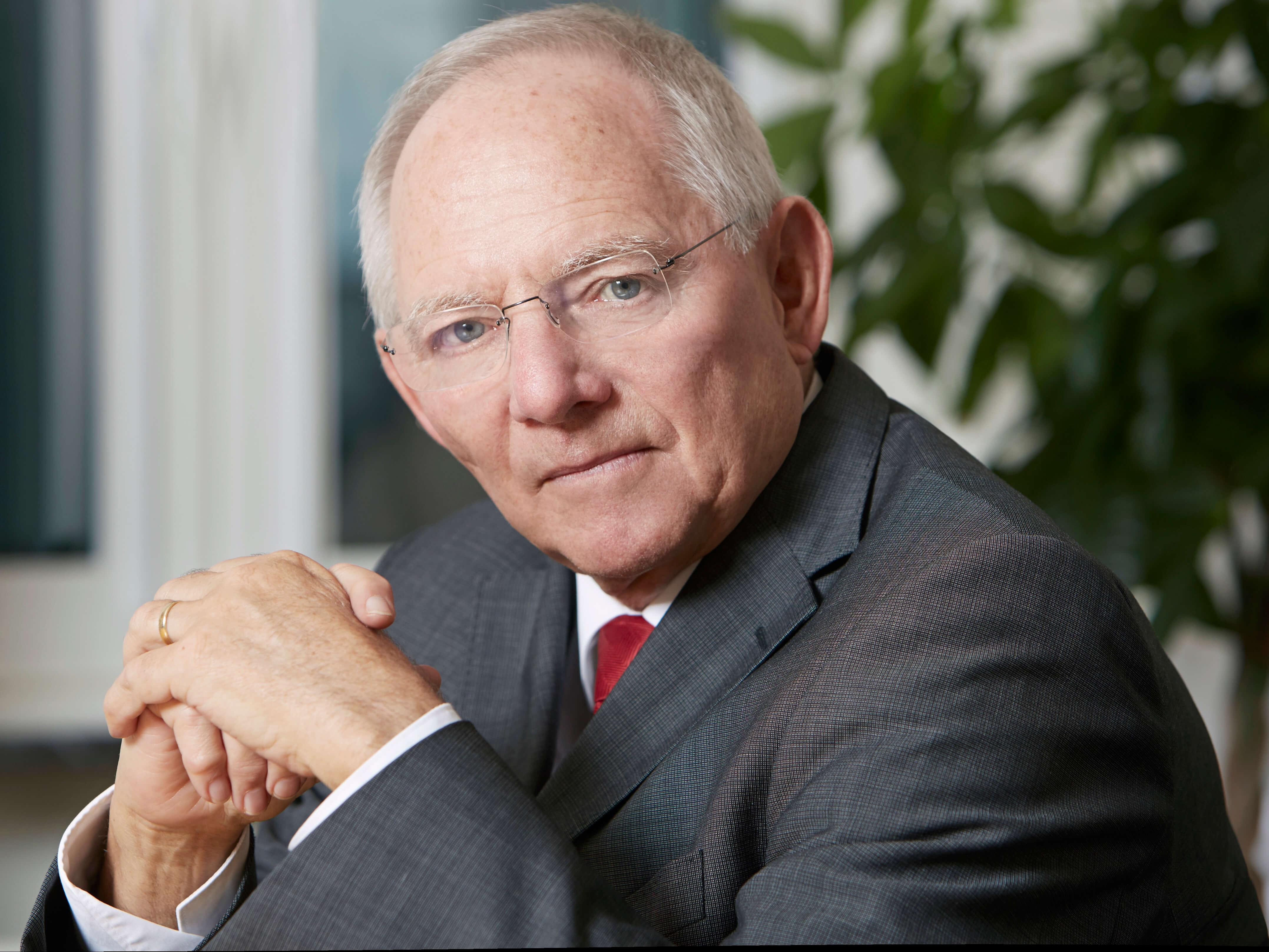 """Berlin statt Bonn: Der heutige Bundesfinanzminister Wolfgang Schäuble (74, CDU) setzte sich maßgeblich für den Umzug der Hauptstadt nach Berlin ein: """"In Wahrheit geht es u die Zukunft Deutschlands."""" (Pressefoto: Laurence Chaperon)"""