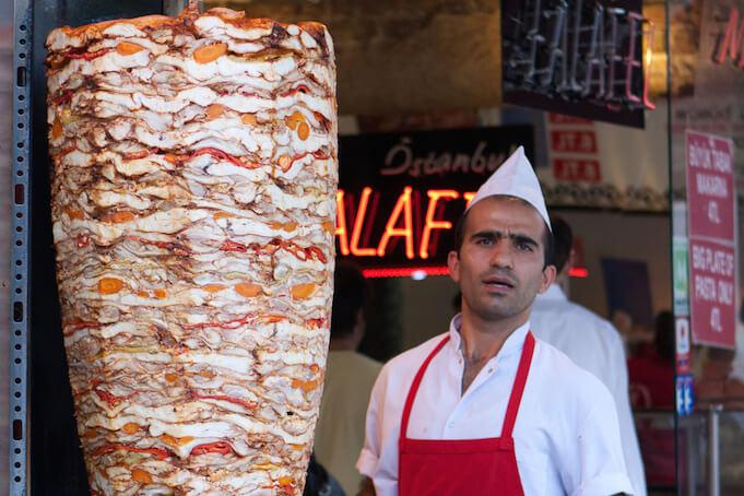 Das beliebte Fast Food: Vier von fünf Dönerspieße enthalten Brät. (Foto: Brian Jeffery Beggerly)