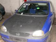 Blauer Opel Corsa