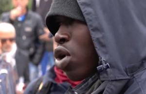 Die Behörden vermuten, dass viele Flüchtlinge, die sich in Deutschland als Mörder ausgeben, gar keine Mörder sind. (Screenshot: YouTube)