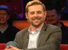 Klaas Heufer-Umlauf (33) ist ein deutscher Moderator, Schauspieler, Sänger und Fernsehproduzent, hauptsächlich bekannt als Teil des Duos Joko und Klaas.
