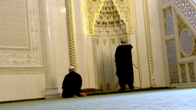Derzeit ist es für schwule Muslime nicht leicht, in Berlin eine tolerante Moschee zu finden. (Screenshot: YouTube)