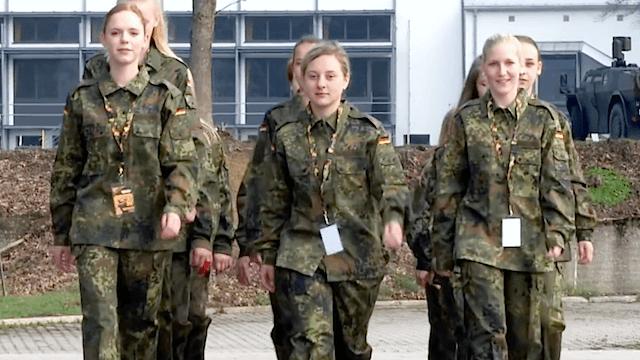 Bei der Bundeswehr wird ein Wandel durchgesetzt. Dies zeigte kürzlich auch der Girl's Day. (Screenshot: YouTube)