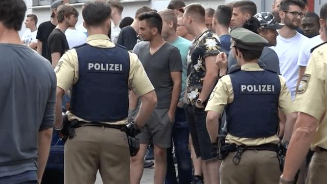 Abschiebungen von Migranten mit Lehrstelle wie Asef N. in Nürnberg sollen nach dem Willen der Arbeitgeber künftig unterbleiben. (Screenshot: YouTube)
