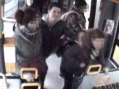 Berlin-Pankow Junger Mann schlägt junge Frauen in Tram