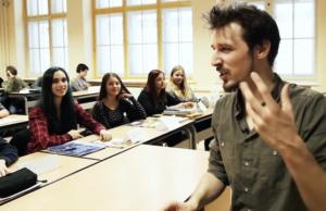 Jeder dritte neue Lehrer in Berlin ist ein Quereinsteiger. (Screenshot: YouTube)