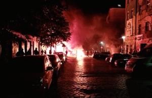 Linksextremisten errichten Barrikaden in der Rigaer Straße