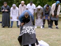 Einer der drei Täter, Khuram Shazad Butt, war in einem britischen Dokumentarfilm mit einer IS-Flagge zu sehen. (Screenshot: YouTube)