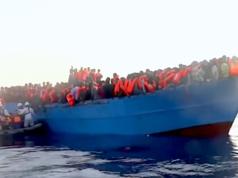 Jeder fünfte Migrant, der im letzten Jahr über das Mittelmeer nach Italien geholt wurde, war Nigerianer. (Screenshot: YouTube)