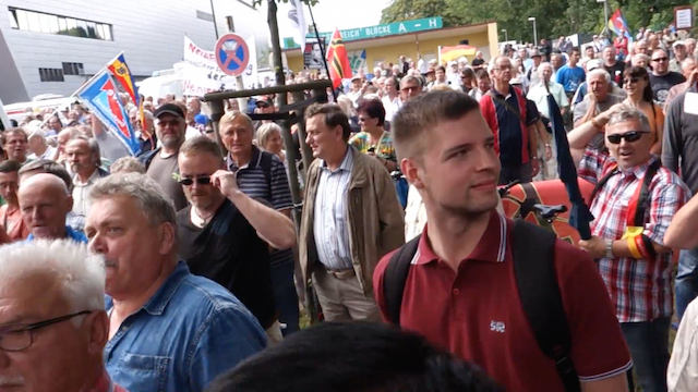 "Der ""Pöbel"" (Zitat Dresdens Polizeipräsident Horst Kretschmar) protestierte in Dresden gegen Justizminister Heiko Maas. (Screenshot: YouTube)"