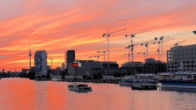 Berlins Handwerksbetriebe sind durch den Bau-Boom in der Stadt überlastet.