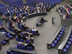 Nur ein paar Dutzend Abgeordnete stimmten am Freitag für das Netzwerkdurchsetzungsgesetz. (Screenshot: YouTube)