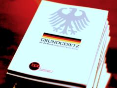 De facto gibt es nur zwei Wege, um gegen die Homo-Ehe nach Karlsruhe zu ziehen.