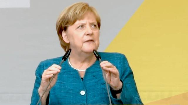 Im sächsischen Annaberg-Buchholz hatte es Merkel nicht leicht. (Screenshot: YouTube)