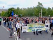 Auf der Hanfparade 2017 in Berlin waren erstmals auch legale Kiffer dabei. (Screenshot: YouTube)
