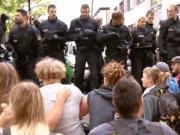 Die GEW hilft Lehrern dabei, Abschiebungen zu verhindern. In Nürnberg hatte ein Lehrer die Schüler über mögliche Formen des Protests beraten. (Screenshot: YouTube)