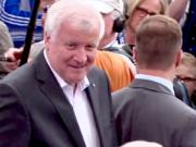 """Nach Ansicht von Horst Seehofer sind Abschiebungen aus Deutschland """"fast unmöglich"""". (Screenshot: YouTube)"""