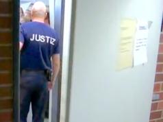 Am Landgericht Berlin wird gegen Mehmet P. wegen Mordes an seiner ungehorsamen Frau verhandelt. (Screenshot: YouTube)