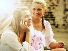 Laut einer aktuellen Studie wirkt das Hormon Oxytocin messbar gegen Fremdenfeindlichkeit.