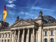Offenbar sollen die AfD-Abgeordneten vier Kilometer bis zum Bundestag laufen müssen. Dies wäre in jedem Fall gut für ihre Gesundheit.